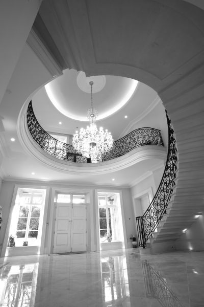 21. Moleanos stone cantilever staircase with complementary Crema Marfil flooring – Belfast