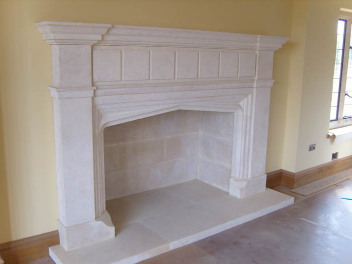 20. Lincolnshire stone fireplace with matching hearth and lining to the chamber – Warwickshire
