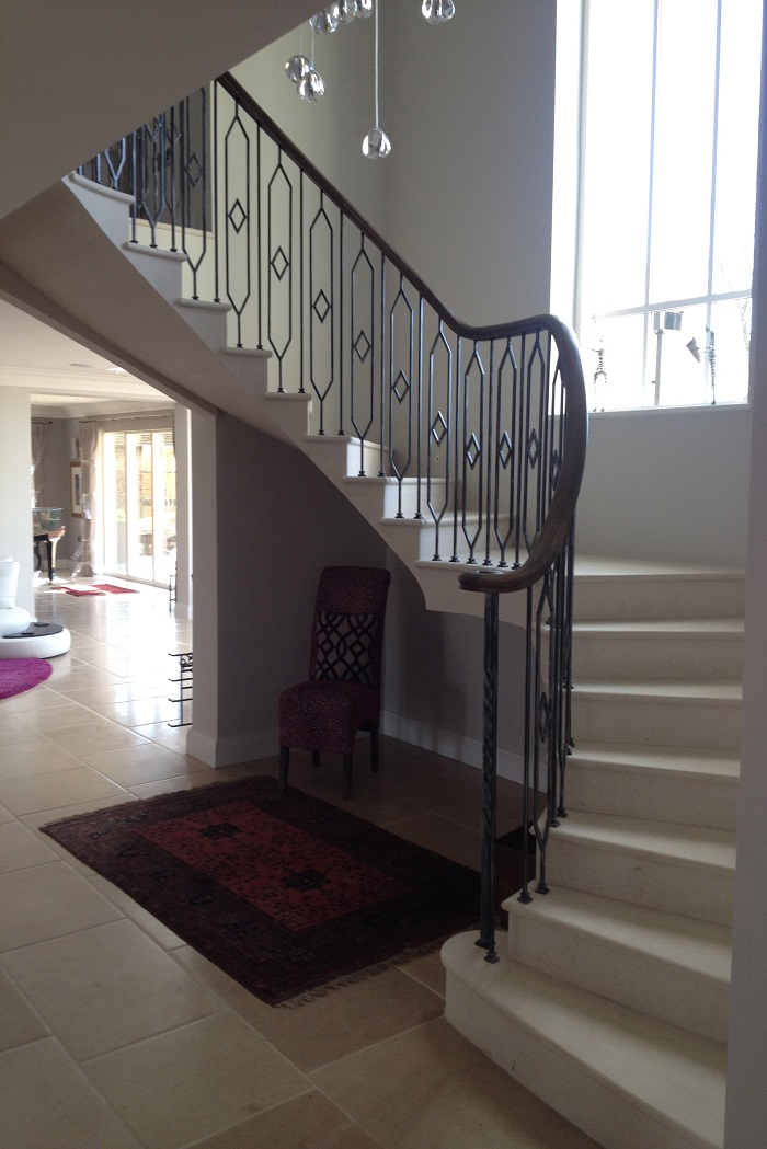 50. Cantilever Anstrude Staircase with in-flight landing and bespoke balustrade – Henley-on-Thames